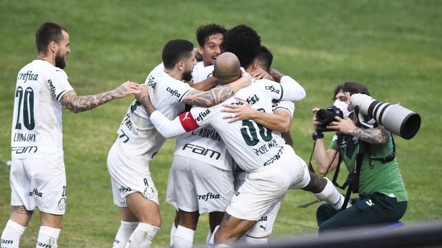 Jogadores do Palmeiras comemoram gol contra o Vasco