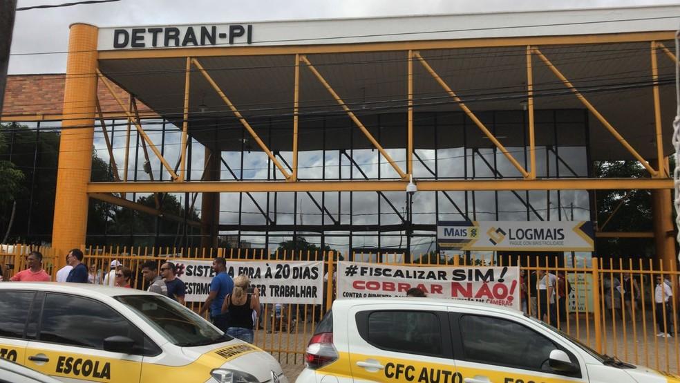 Detran informou que vai extinguir as taxas para CNH-e (Foto: Lorena Linhares/G1)
