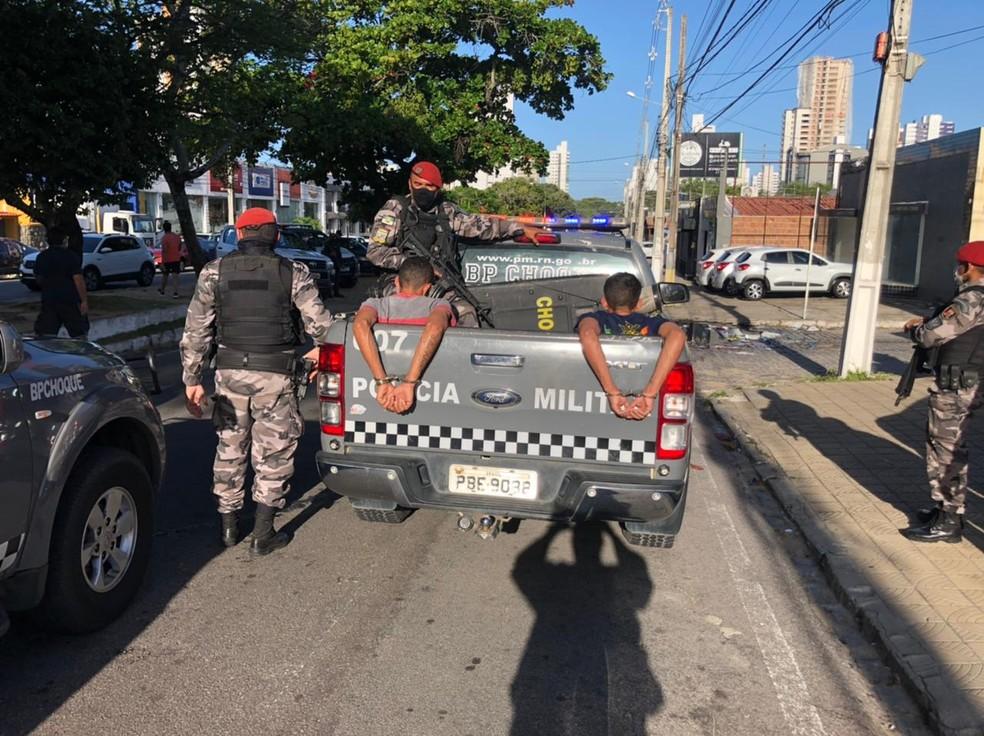Quatro criminosos foram presos durante assalto na Zona Sul de Natal — Foto: Divulgação/PM