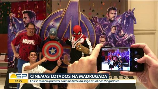 Fãs de super-heróis assistem à pré-estreia de novo filme em São Paulo