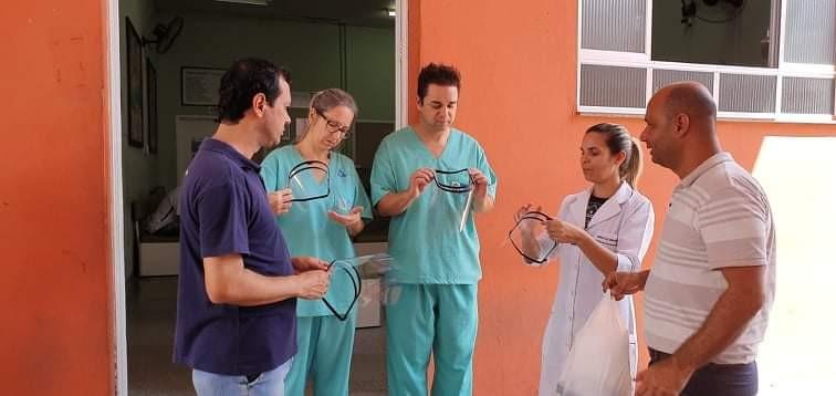 Prefeitura de Piraí produz protetores faciais com impressora 3D para profissionais da saúde