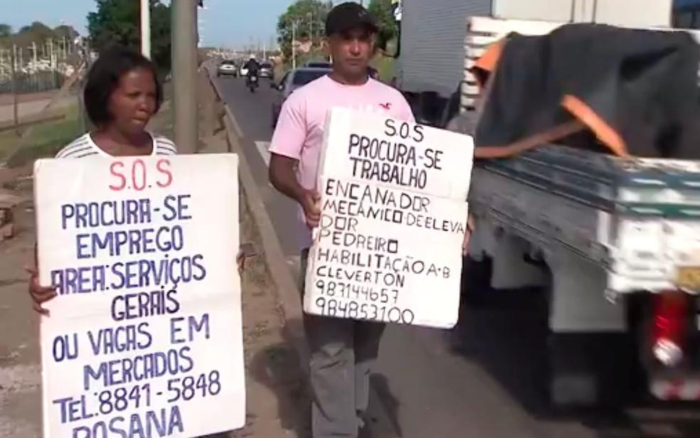 Separados, Rosana e Cleverton pedem emprego juntos nas ruas de Salvador, na Bahia (Foto: Reprodução / TV Bahia)