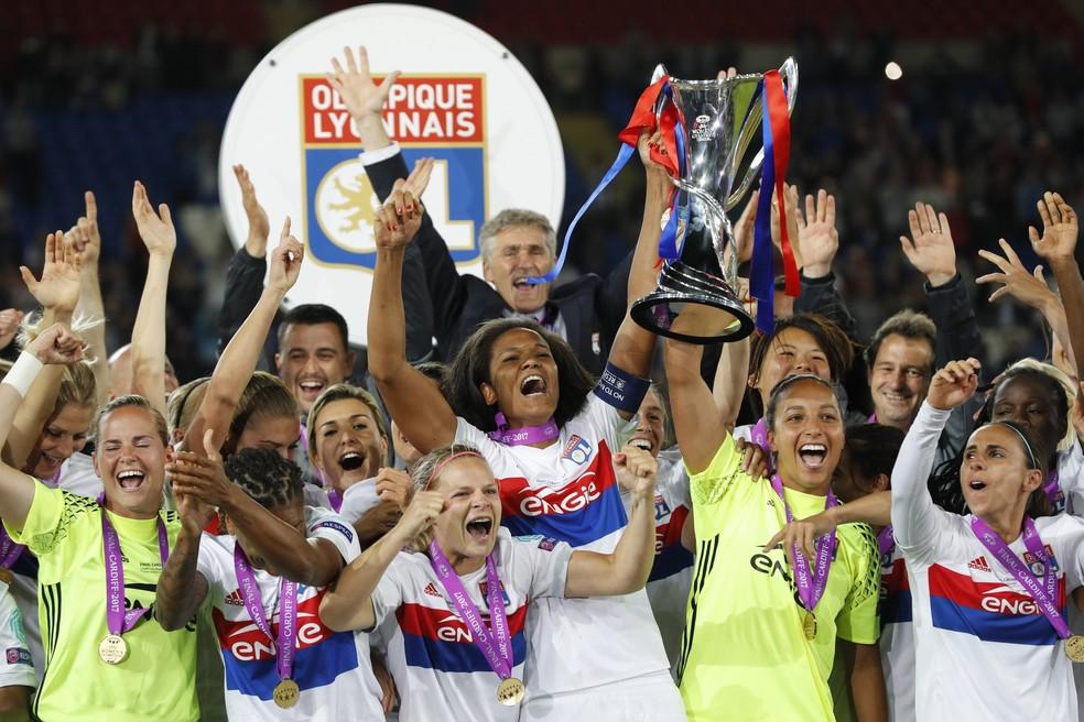 Lyon comemora o título da Liga dos Campeões — Foto: Reuters / Darren Staples