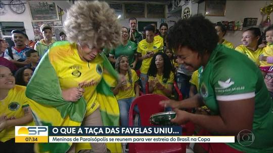 Atletas do time feminino de Paraisópolis acompanham a estreia do Brasil na Copa do Mundo
