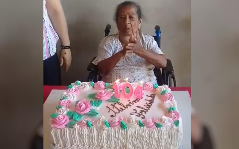 Itelvina Rosa comemora aniversário em Edealina, Goiás — Foto: Nair Rosa Pereira/Arquivo pessoal