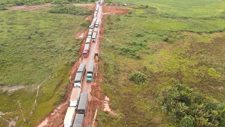 Congestionamento da BR-158 (Foto: Foto: Reprodução/ Aprosoja)