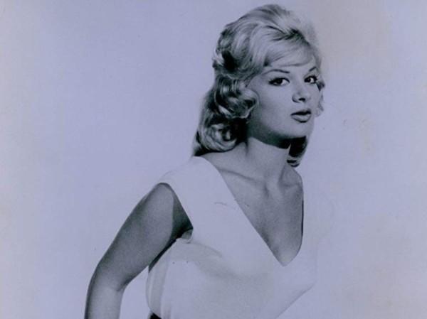 """Claire foi atriz e comediante, aparecendo em filmes como """"Com Licença para Matar"""" (1965), """"Garota Existencialista"""" (1960) e """"Cool It Carol!"""" (1970) (Foto: Divulgação)"""
