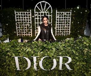 Estreia de exposição da Dior em NY reúne celebridades e fashionistas; Confira