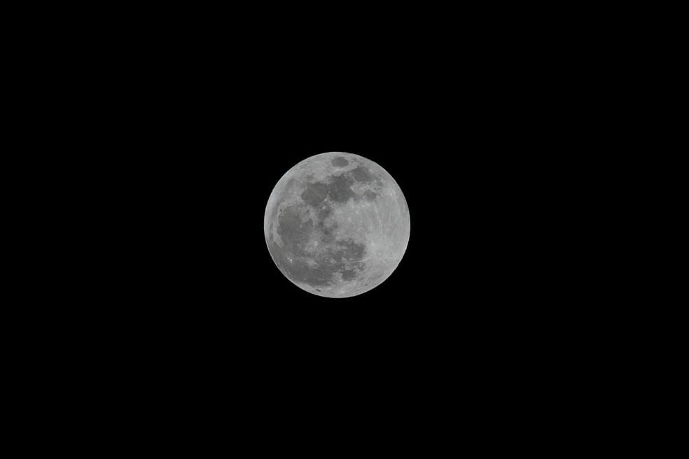 A teoria mais aceita pela comunidade científica para explicar a formação da Lua é de 1975 e chamada de hipótese do grande impacto — Foto: Reuters/Baz Ratner