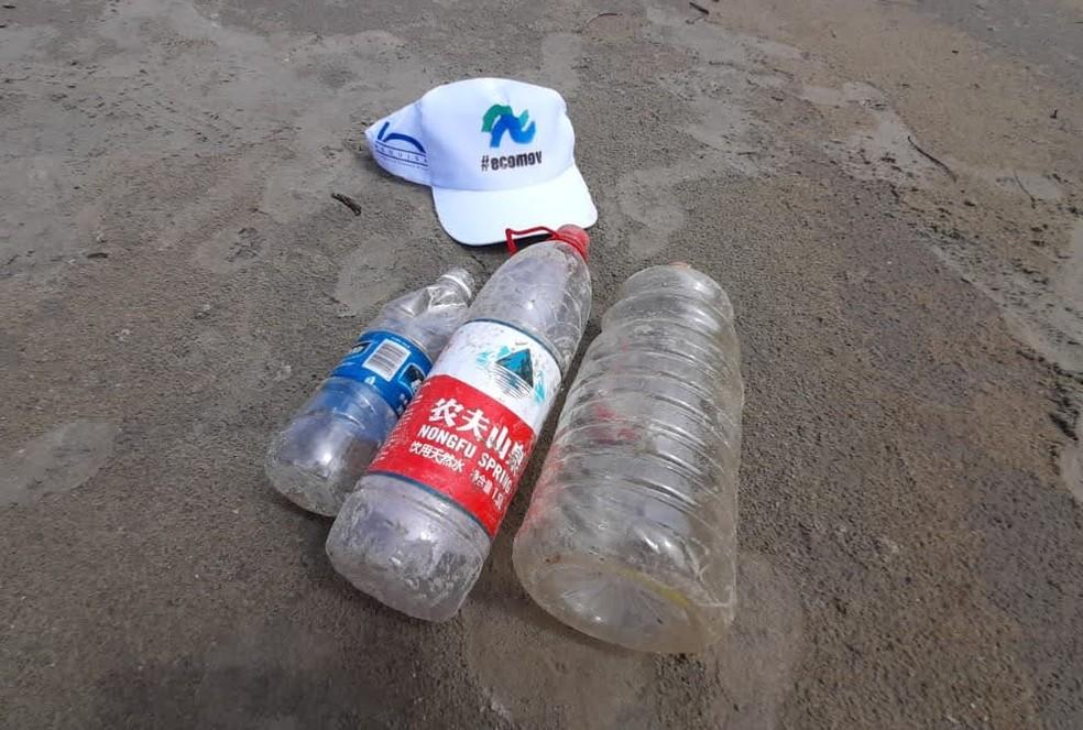 Embalagens de produtos vindos de outros países foram recolhidas em praias do litoral de SP — Foto: Divulgação/Ecomov
