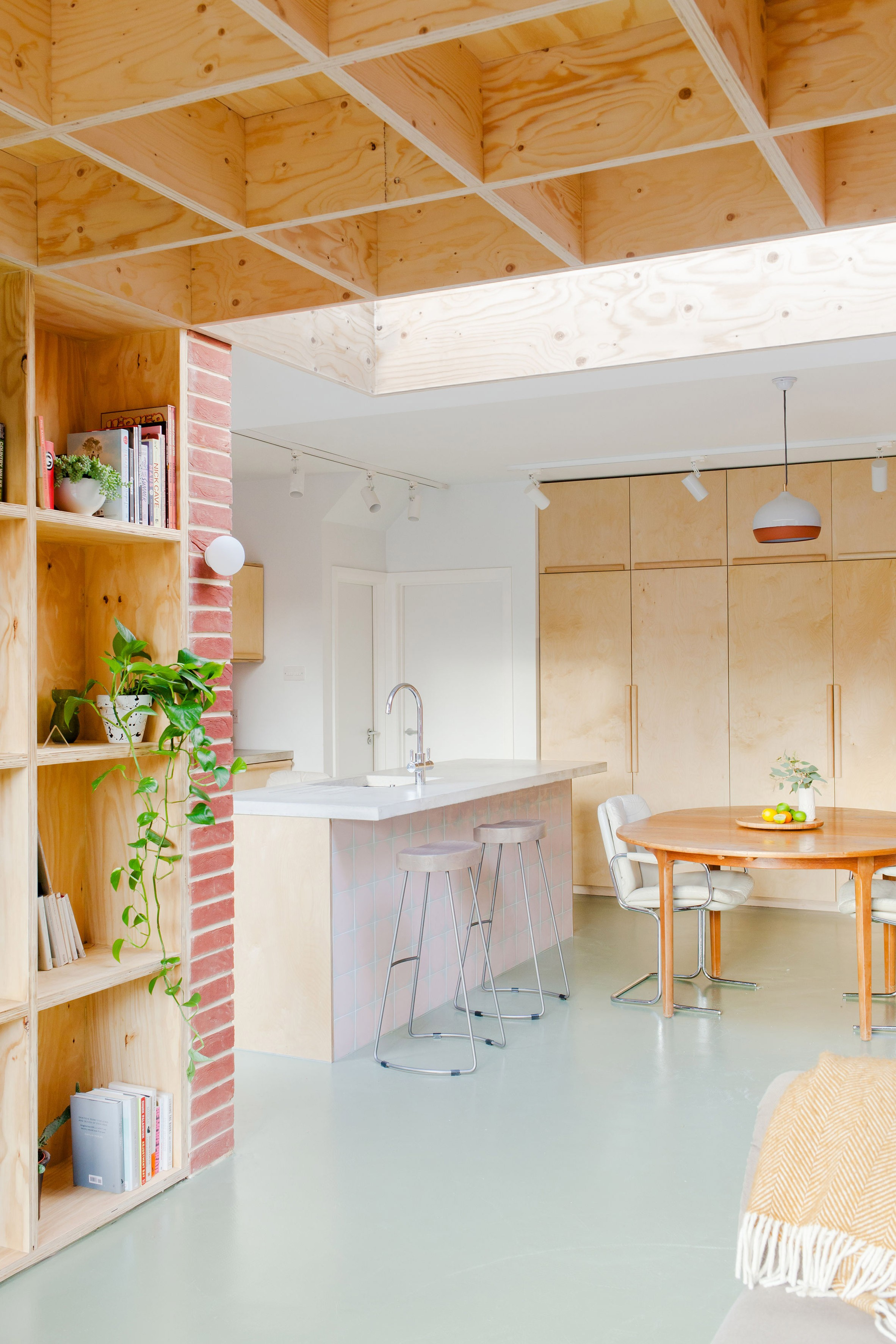 Compensado na decoração: 6 projetos que utilizam o material  (Foto: Megan Taylor)