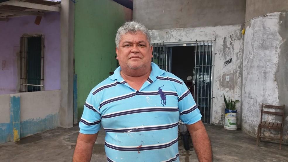 Mecânico Edson Sena mora há sete meses no bairro Nova Esperança — Foto: Carlos Alberto Jr/G1