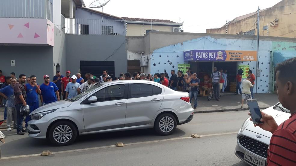 Advogado foi executado a tiros dentro de um carro na manhã desta quarta-feira (4) no entre os bairros Pedregal e Jardim Leblon, em Cuiabá — Foto: Arquivo pessoal