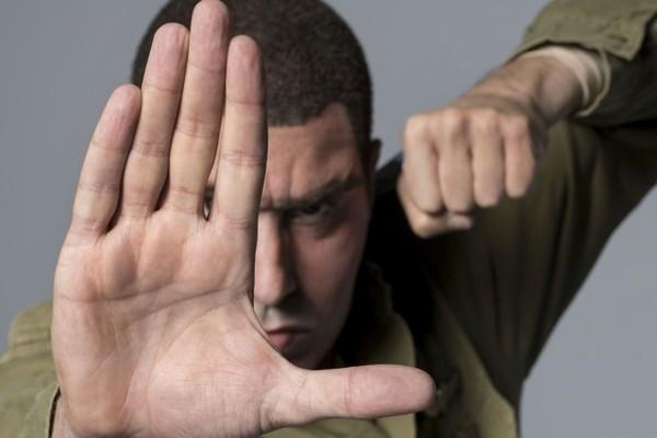 O ator Sacha Baron Cohen como um de seus personagens na série Who is America? (Foto: Reprodução)