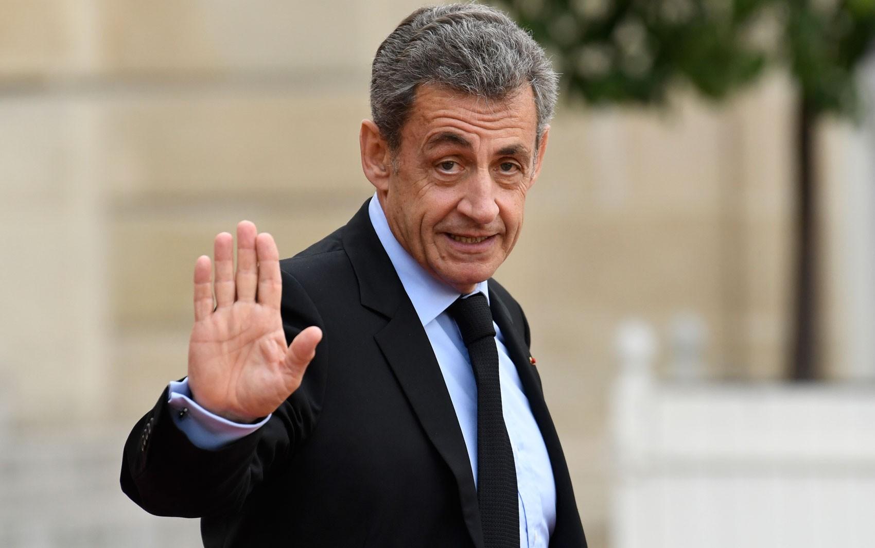 Nicolas Sarkozy é condenado a 3 anos de prisão na França