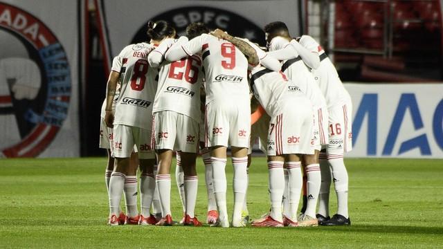 Time do São Paulo antes de jogo contra o Vasco