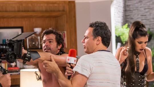 Bruno Mazzeo se diverte com invasão de intimidade em 'Tá no Ar'