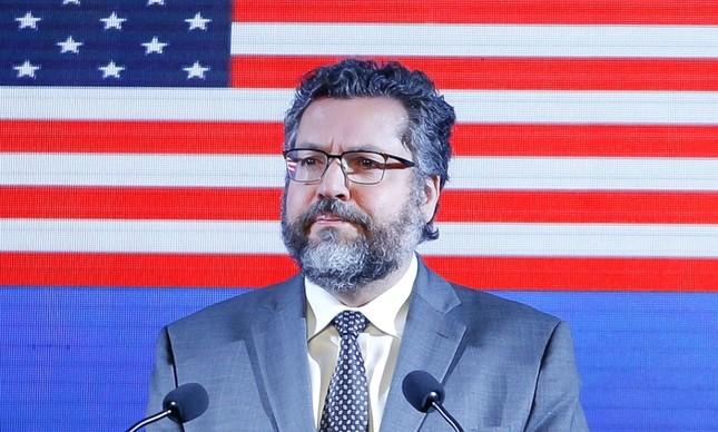 O ministro Ernesto Araújo em coquetel na Embaixada dos EUA