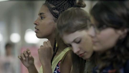 Jaqueline, Raíssa e Anjinha são perseguidas por suspeito de morte de Zé Carlos