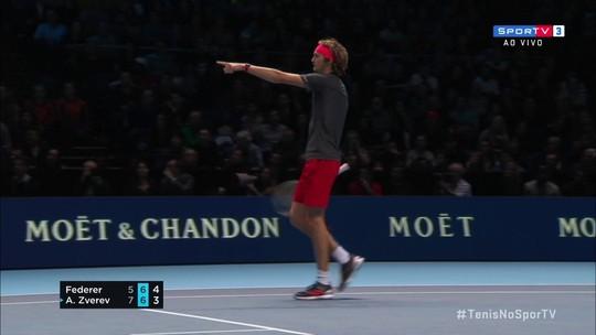 """Federer esclarece polêmica com Zverev, juiz brasileiro e boleiro: """"Espero que durma essa noite"""""""