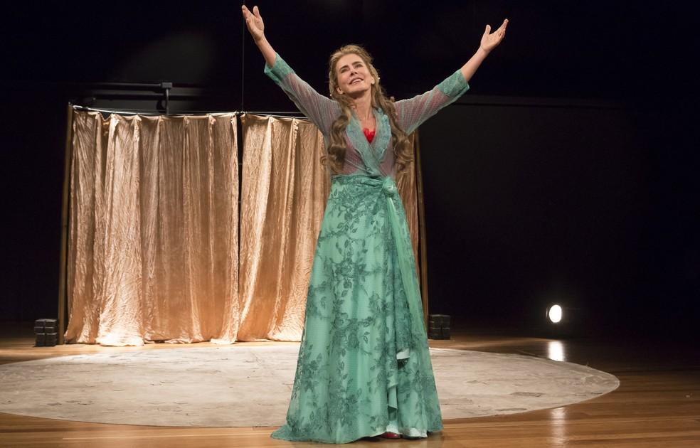 """""""A Mulher de Bath"""" chega ao Teatro Riachuelo em Natal nesta sexta-feira (2) — Foto: Matheus José Maria/Divulgação"""