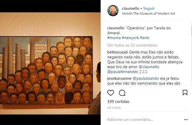 Paula Fernandes aparece ao fundo em foto de Claudio Mello de museu  (Foto: Reprodução)