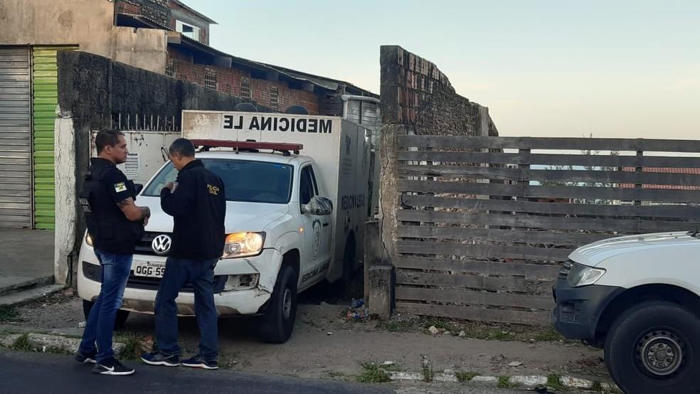 Polícia foi acionada por funcionários de hotel que fica próximo ao local — Foto: Sérgio Henrique Santos/Inter TV Cabugi
