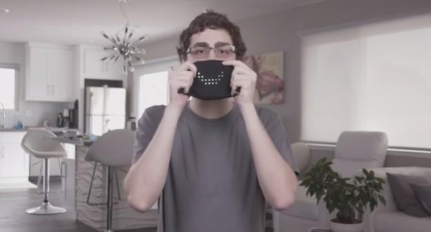 Designer cria máscara de LED interativa e ativada por comando de voz