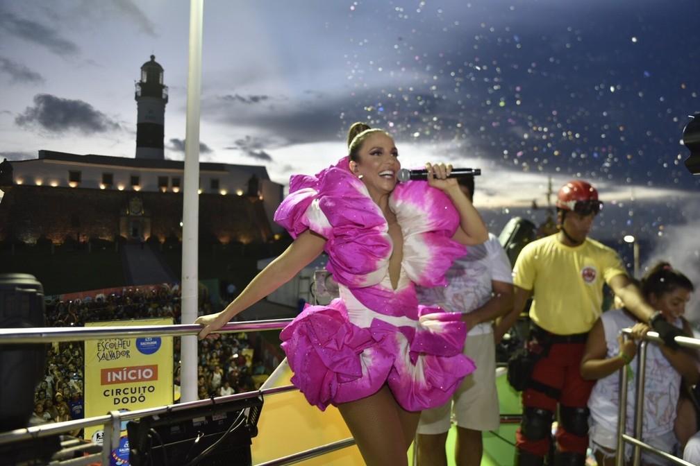 Ivete dá início ao seu show na Barra, no quinto dia de carnaval — Foto: Elias Dantas/Ag. Haack