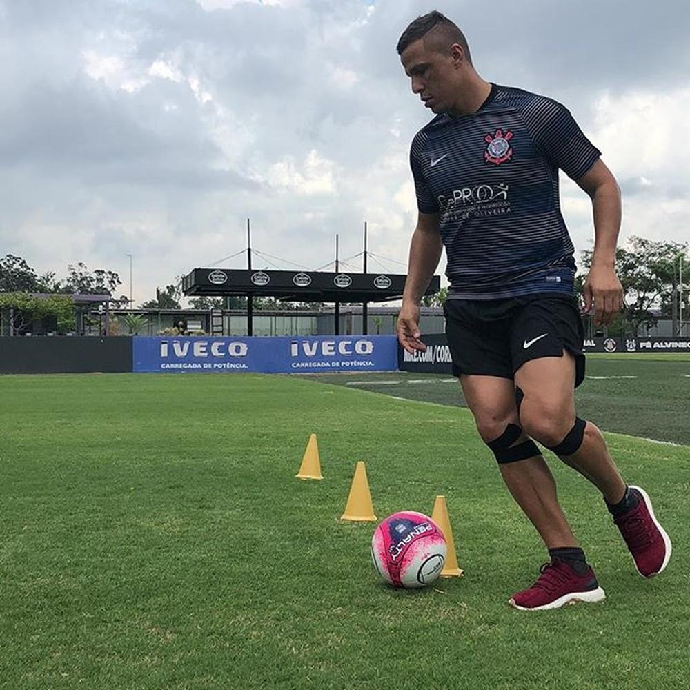 """Em recuperação no Corinthians, Lima vê falta de camisas 9 e diz: """"Ainda tenho gás"""""""