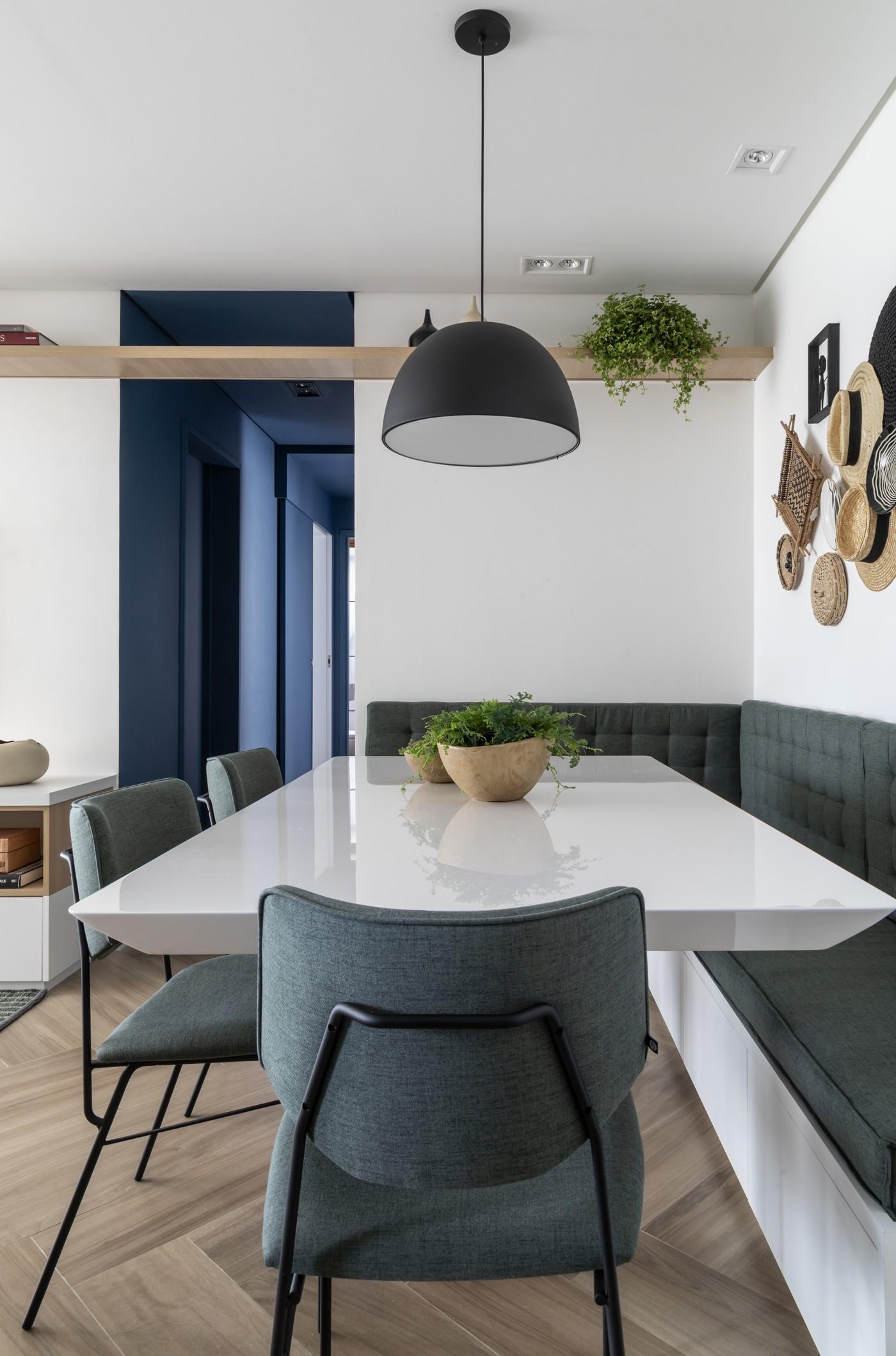 Décor do dia: sala de jantar tem canto alemão e cestos na parede (Foto: Evelyn Müller)