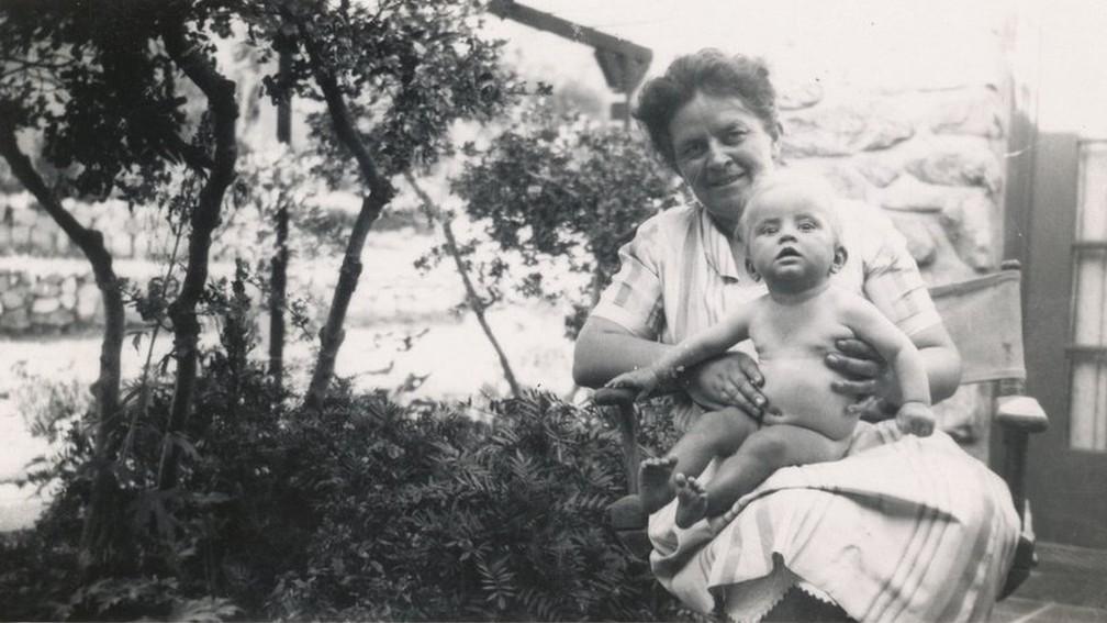 Mãe e filha correram risco quando Marian Diamond nasceu na Califórnia em 1926. — Foto: Cortesia: Família Diamond (via BBC)