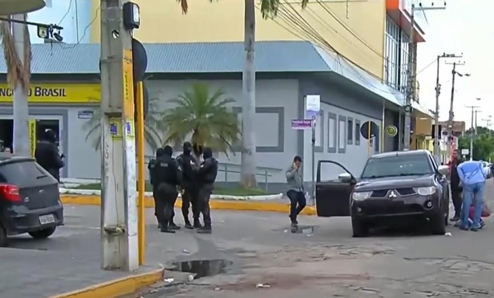 Polícia trocou tiros com os bandidos e impediu o ataque; 13 pessoas morreram no Ceará — Foto: GloboNews/ Reprodução
