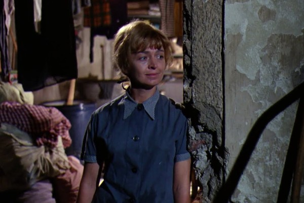 A atriz Diana Sowle em cena de A Fantástica de Fábrica de Chocolate (2005) (Foto: Reprodução)