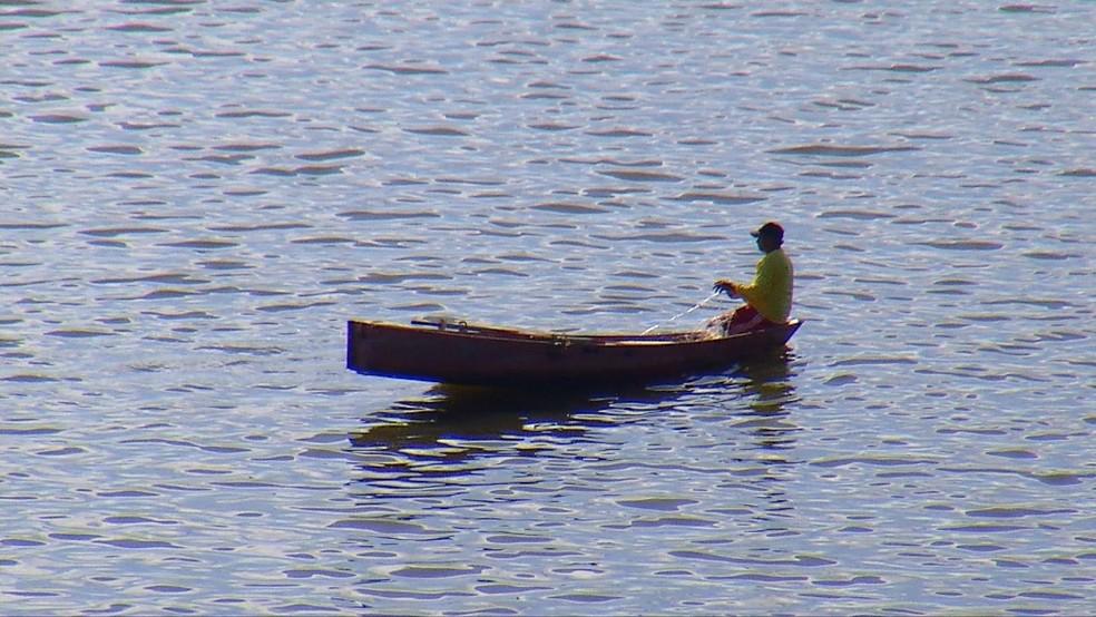 Pescadores saem da Paraíba para o Rio Grande do Norte para pescar no Açude Boqueirão (Foto: Thiago Messias/Inter TV Costa Branca/Reprodução )