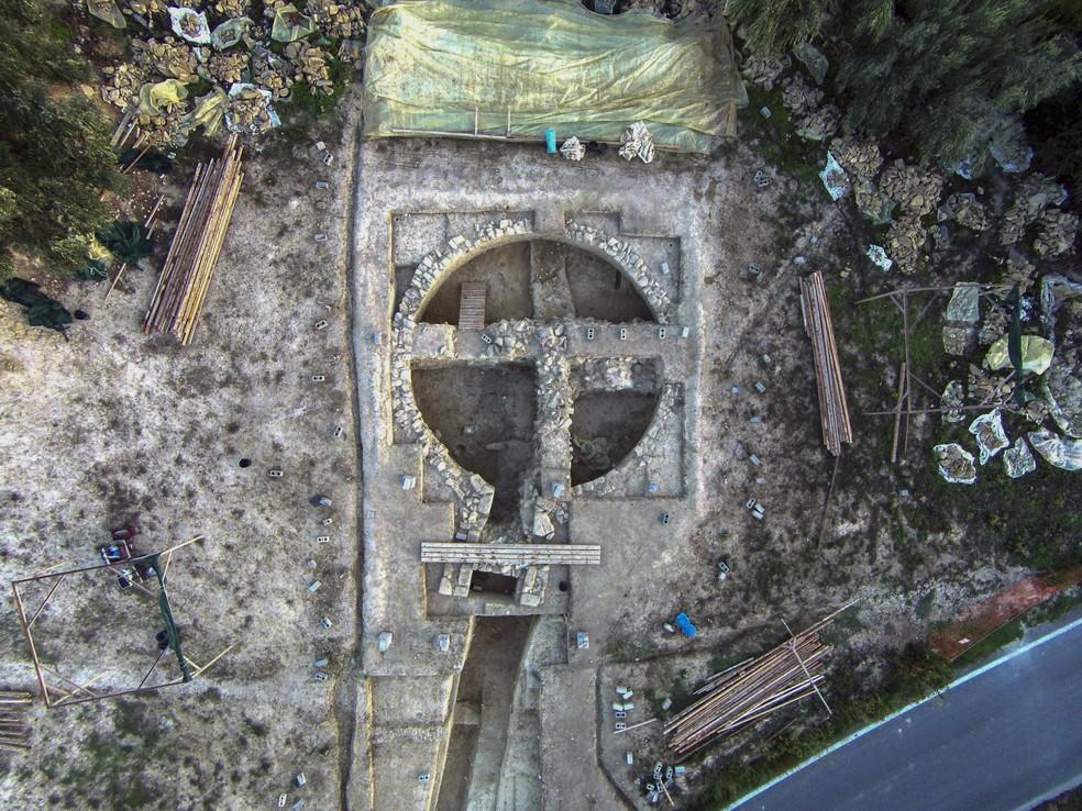 Uma das tumbas descobertas no sul da Grécia datada de mais de 3,5 mil anos atrás. — Foto: Ministério da Cultura da Grécia/AP
