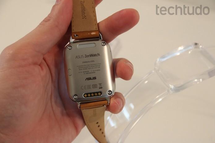 ZenWatch e sua pulseira de couro (Foto: Fabricio Vitorino/TechTudo)