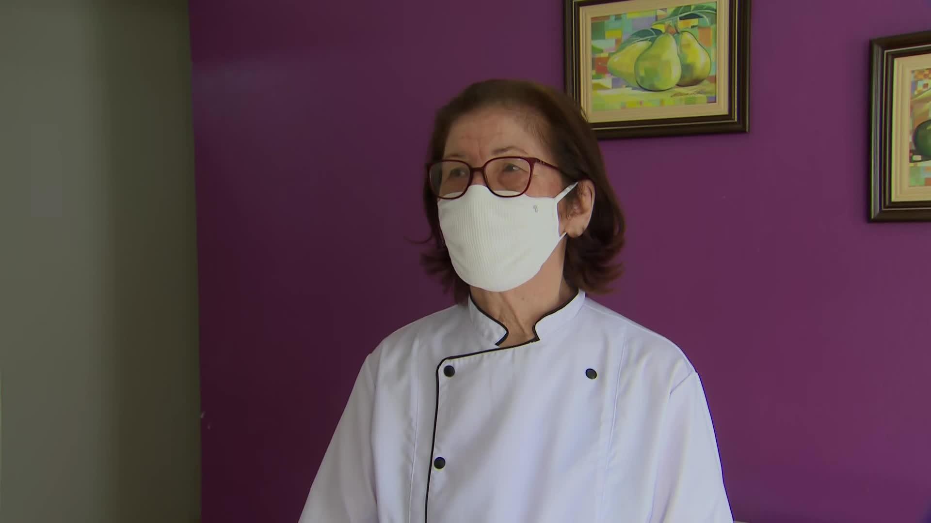 'Eu não vou ficar em casa sem fazer nada', diz idosa de 80 anos que se tornou empreendedora em meio à pandemia da Covid-19
