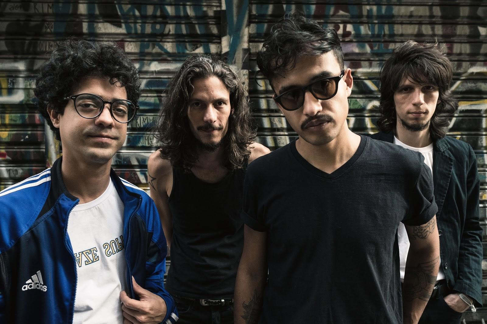 Banda Vivendo do Ócio faz parceria com o poeta 'novo baiano' Luiz Galvão