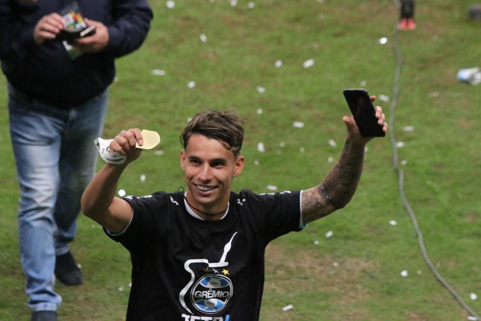 Ferreira comemora título gaúcho com o Grêmio — Foto: Eduardo Moura