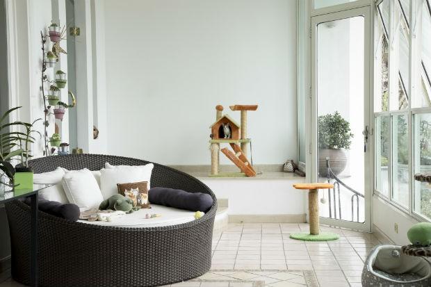 Casa de Jacqueline Sato conta com uma varanda para os gatos (Foto: Divulgação)