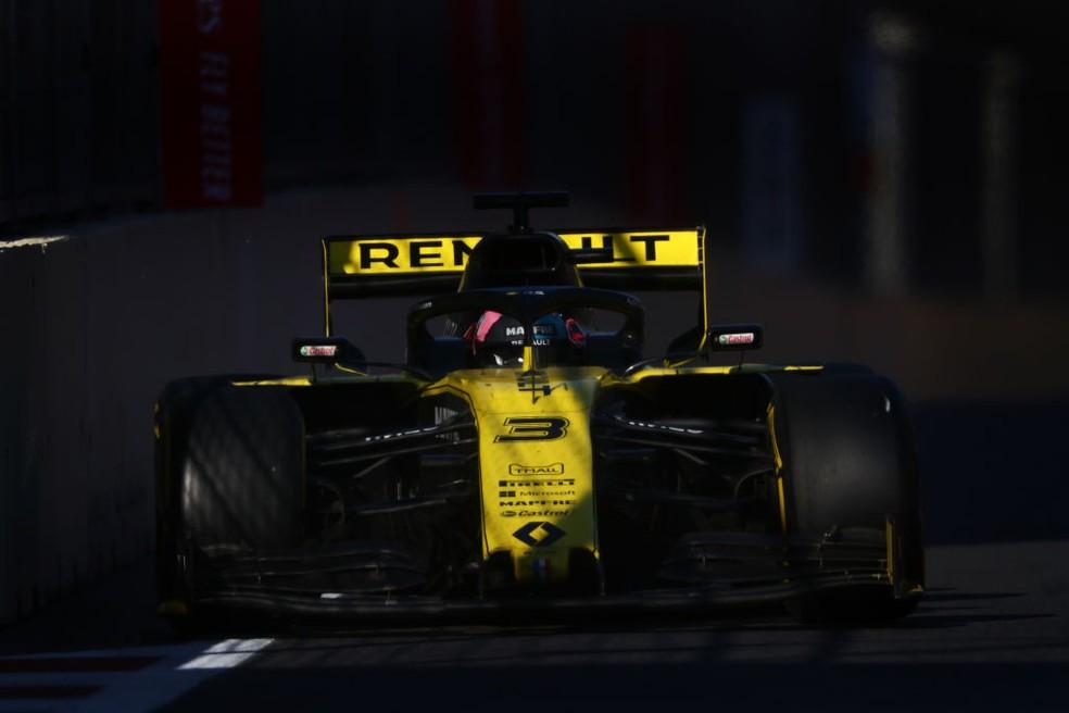Daniel Ricciardo, da Renault, não completou o GP do Azerbaijão — Foto: Dan Istitene/Getty Images