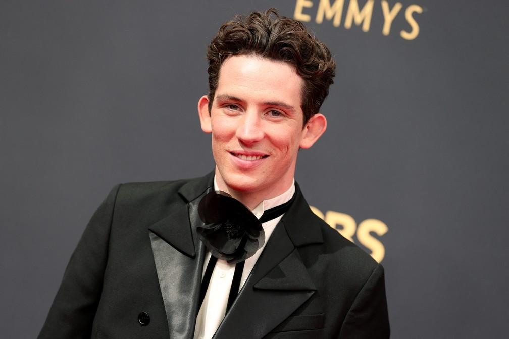 Josh O'Connor chega ao Emmy 2021 — Foto: Rich Fury/Getty Images North America/Getty Images via AFP
