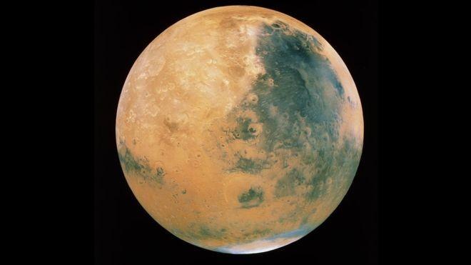 Descoberta de lago subterrâneo, após anos de análise de dados de sonda espacial lançada em 2003, aumenta chances de se encontrar vida no planeta. (Foto: SCIENCE PHOTO LIBRARY via BBC)