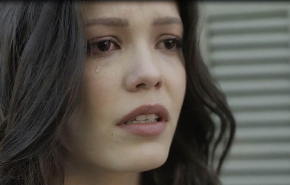 Maria Vitória completamente atônita ao confirmar morte de Inácio (Foto: TV Globo)