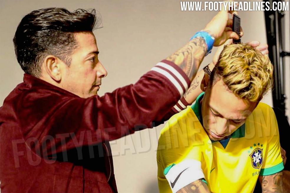 Neymar vestindo o que seria a nova camisa do Brasil — Foto: Reprodução/Footyheadlines