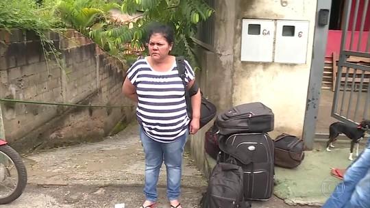 Moradores relatam drama após deixarem casas às pressas por precaução com barragem