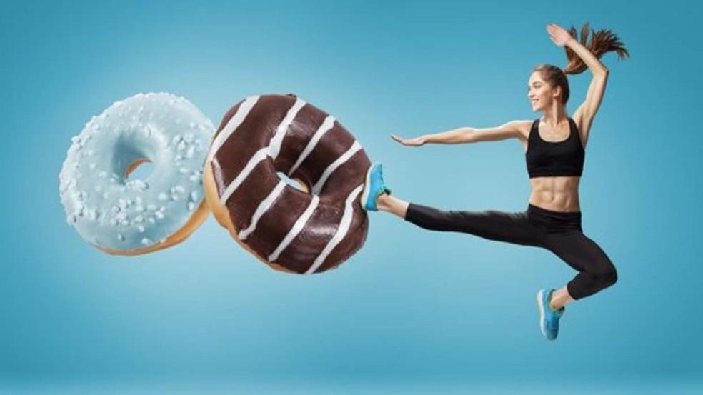 Reduzir o consumo de açúcar ajuda com a saúde bucal e a perder peso (Foto: Getty Images via BBC)