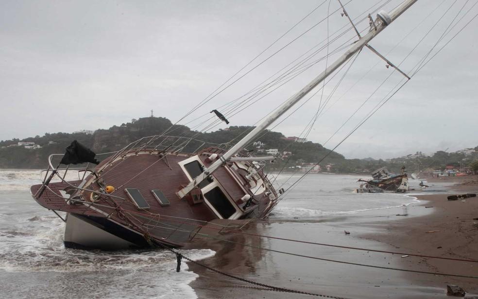 Nate virou barcos na Nicarágua (Foto: Oswaldo Rivas / Reuters)