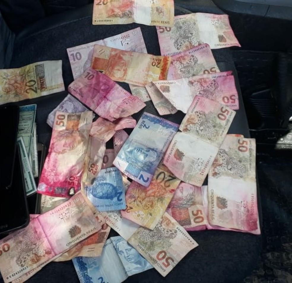 Dinheiro foi levado pelos criminosos em assalto a cofre de posto de combustíveis em Sorocaba — Foto: Arquivo Pessoal